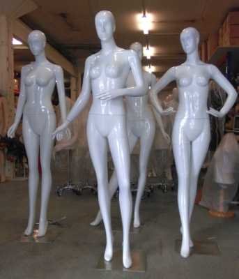 White abstract female mannequins