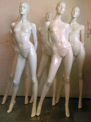 Off-white gloss female mannequins